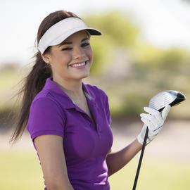 woman holding her golf driver