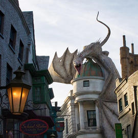 dragon at universal studios